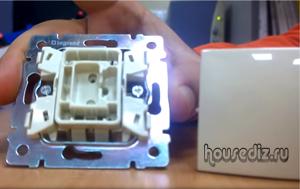 Как работает схема подключения для проходного выключателя