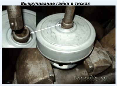 Выкручивание гайки в тисках