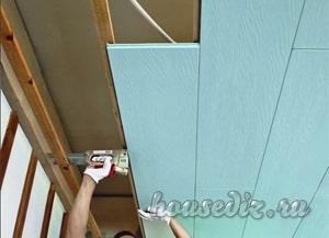 Как крепить ламинат на потолке